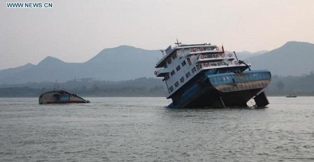 Φωτογραφίες με βύθιση φορτηγού πλοίου την Τρίτη - e-Nautilia.gr   Το Ελληνικό Portal για την Ναυτιλία. Τελευταία νέα, άρθρα, Οπτικοακουστικό Υλικό