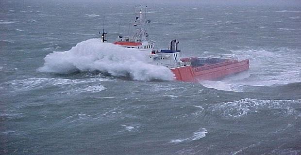 Παλεύοντας με τα κύματα! - e-Nautilia.gr   Το Ελληνικό Portal για την Ναυτιλία. Τελευταία νέα, άρθρα, Οπτικοακουστικό Υλικό