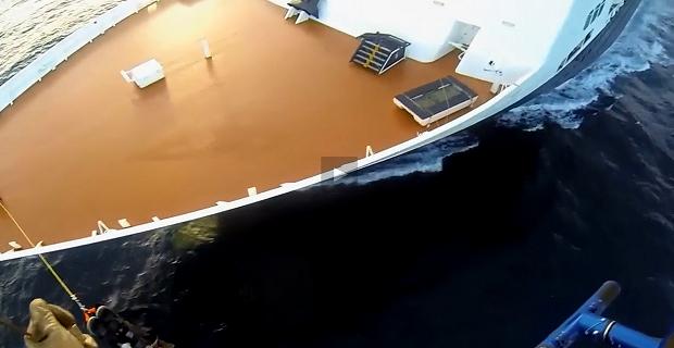 Ελικόπτερο παραλαμβάνει γυναίκα από κρουαζιερόπλοιο που έχριζε ιατρικής περίθαλψης [video] - e-Nautilia.gr | Το Ελληνικό Portal για την Ναυτιλία. Τελευταία νέα, άρθρα, Οπτικοακουστικό Υλικό