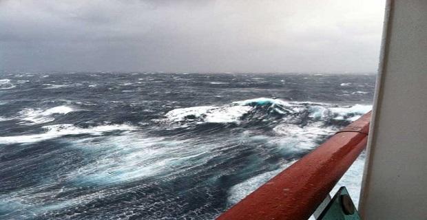cruise_ship_huge_wave_