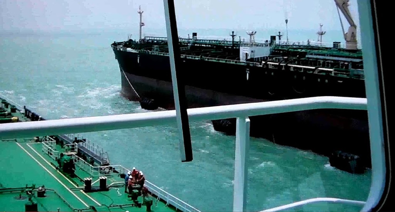 Πρόσδεση πλοίων στη μέση της θάλασσας (sts) (Video) - e-Nautilia.gr | Το Ελληνικό Portal για την Ναυτιλία. Τελευταία νέα, άρθρα, Οπτικοακουστικό Υλικό