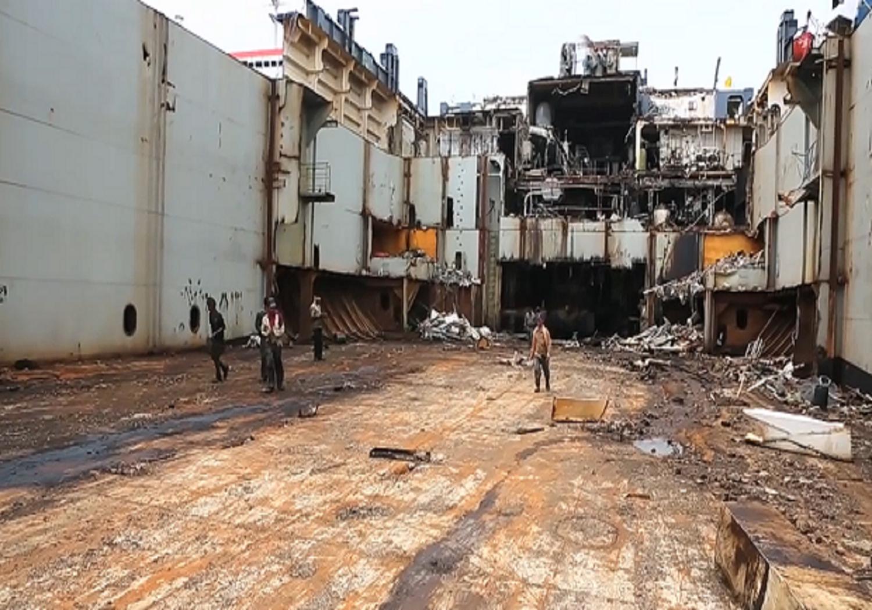 Συγκλονιστικό βίντεο με τα διαλυτήρια πλοίων στην Βομβάη! (video) - e-Nautilia.gr | Το Ελληνικό Portal για την Ναυτιλία. Τελευταία νέα, άρθρα, Οπτικοακουστικό Υλικό