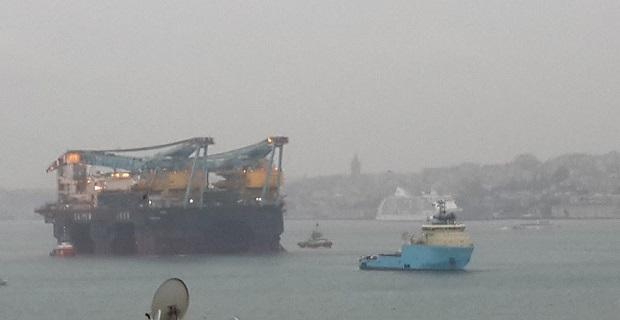 Διέλευση από το Βόσπορο του γερανοφόρου πλοίου γίγαντα! [video] - e-Nautilia.gr | Το Ελληνικό Portal για την Ναυτιλία. Τελευταία νέα, άρθρα, Οπτικοακουστικό Υλικό
