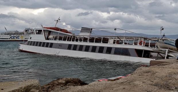 Βυθίστηκε επιβατηγό σκάφος στο λιμάνι της Κισάμου[pics] - e-Nautilia.gr   Το Ελληνικό Portal για την Ναυτιλία. Τελευταία νέα, άρθρα, Οπτικοακουστικό Υλικό