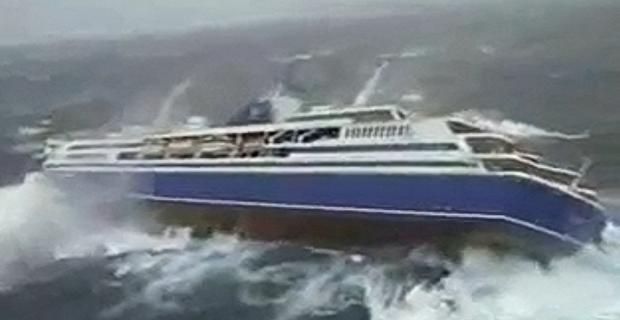 Συγκλονιστικό βίντεο με κρουαζιερόπλοιο που παλεύει με τα κύματα