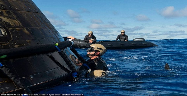 23e285ad00000578-0-navy_divers_are_seen_here_attaching_a_towing_bridle_to_the_orion-a-47_1418063495668