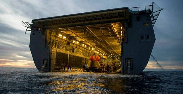 Πλοίο μεγαθήριο μαζεύει από τη θάλασσα το διαστημόπλοιο Orion[pics] - e-Nautilia.gr | Το Ελληνικό Portal για την Ναυτιλία. Τελευταία νέα, άρθρα, Οπτικοακουστικό Υλικό