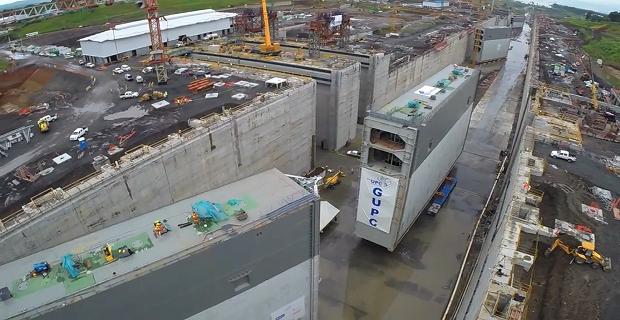 Εντυπωσιακό βίντεο με την εγκατάσταση της τεράστια πόρτας στον Παναμά! - e-Nautilia.gr | Το Ελληνικό Portal για την Ναυτιλία. Τελευταία νέα, άρθρα, Οπτικοακουστικό Υλικό