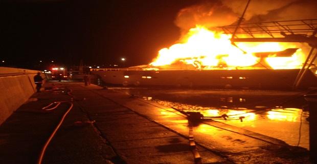 Φωτιά σε θαλαμηγό στην Κρήτη [pics] - e-Nautilia.gr   Το Ελληνικό Portal για την Ναυτιλία. Τελευταία νέα, άρθρα, Οπτικοακουστικό Υλικό