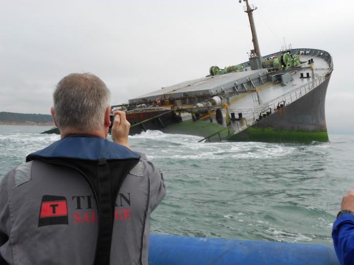 Εντυπωσιακή επανάπλευση της πλώρης προσαραγμένου φορτηγού πλοίου [pics] - e-Nautilia.gr | Το Ελληνικό Portal για την Ναυτιλία. Τελευταία νέα, άρθρα, Οπτικοακουστικό Υλικό
