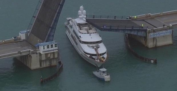 Βίντεο με την πρόσκρουση του σούπερ γιότ «Rockstar» στη γέφυρα - e-Nautilia.gr | Το Ελληνικό Portal για την Ναυτιλία. Τελευταία νέα, άρθρα, Οπτικοακουστικό Υλικό
