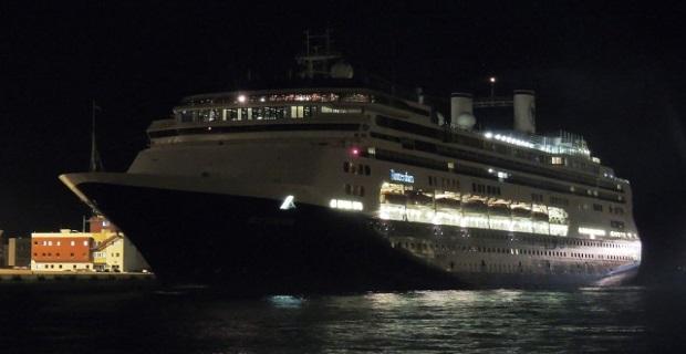 Η άφιξη του κρουαζιερόπλοιου Rotterdam στο λιμάνι του Πειραιά (Video) - e-Nautilia.gr | Το Ελληνικό Portal για την Ναυτιλία. Τελευταία νέα, άρθρα, Οπτικοακουστικό Υλικό
