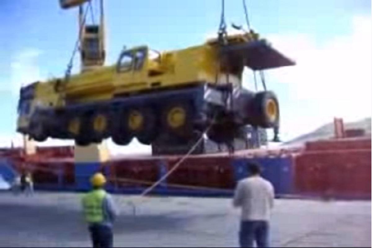 Παραλίγο θανατηφόρο ατύχημα κατά την φόρτωση (video) - e-Nautilia.gr   Το Ελληνικό Portal για την Ναυτιλία. Τελευταία νέα, άρθρα, Οπτικοακουστικό Υλικό