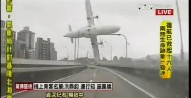 Απίστευτο βίντεο δείχνει την πτώση αεροπλάνου σε ποταμό- Εννέα νεκροί μέχρι στιγμής - e-Nautilia.gr | Το Ελληνικό Portal για την Ναυτιλία. Τελευταία νέα, άρθρα, Οπτικοακουστικό Υλικό