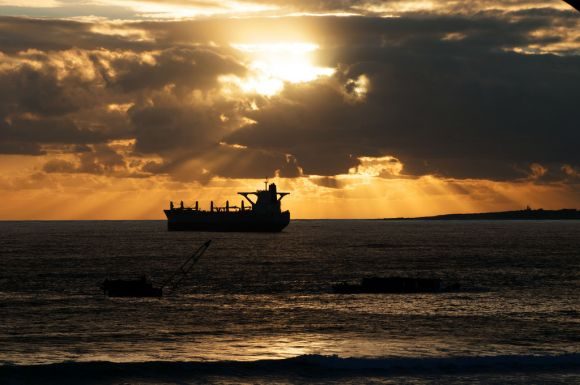 tanker_sunset_