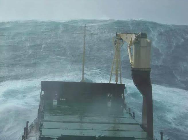 cargo_ship_waves_