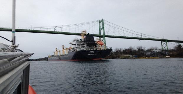 Προσάραξη πλοίου σταματά την κυκλοφορία σε ποταμό των ΗΠΑ [vid+pics] - e-Nautilia.gr | Το Ελληνικό Portal για την Ναυτιλία. Τελευταία νέα, άρθρα, Οπτικοακουστικό Υλικό