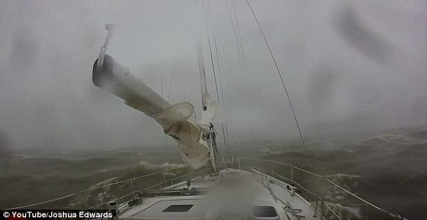 Πέντε αγνοούμενοι και δύο νεκροί εξαιτίας ισχυρής καταιγίδας [video] - e-Nautilia.gr | Το Ελληνικό Portal για την Ναυτιλία. Τελευταία νέα, άρθρα, Οπτικοακουστικό Υλικό