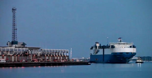 Cargo_Ship_Courage_Recovery_back_in_ABP_Southampton_-_YouTube