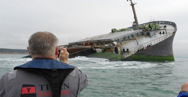 Εντυπωσιακές φωτογραφίες από την επανάπλευση της πλώρης προσαραγμένου φορτηγού πλοίου - e-Nautilia.gr | Το Ελληνικό Portal για την Ναυτιλία. Τελευταία νέα, άρθρα, Οπτικοακουστικό Υλικό