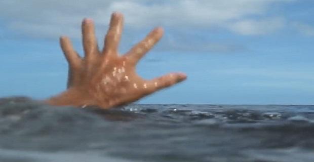 Διάσωση ναυαγού στο Καρλόβασι - e-Nautilia.gr | Το Ελληνικό Portal για την Ναυτιλία. Τελευταία νέα, άρθρα, Οπτικοακουστικό Υλικό