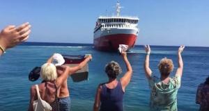 Το «Αδαμάντιος Κοραής» υποκλίθηκε στην Σίκινο[video]