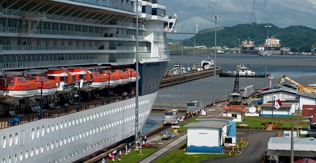 panama_canai_cruise_ship_