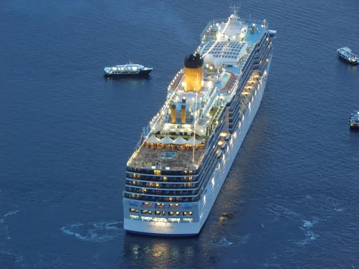 aida_sella_santorini-cruise_ship_