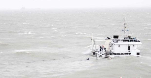 Ένας νεκρός από φορτηγό πλοίο που βυθίστηκε λόγω του τυφώνα στην Κίνα [pics] - e-Nautilia.gr | Το Ελληνικό Portal για την Ναυτιλία. Τελευταία νέα, άρθρα, Οπτικοακουστικό Υλικό