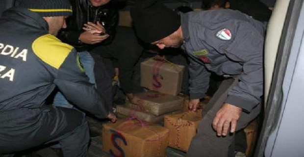 Droga: affonda peschereccio con 15mila kg hascisc, 9 arresti