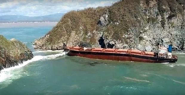 Ο σούπερ τυφώνας Patricia έριξε φορτηγό πλοίο στα βράχια και το έκοψε! [video] - e-Nautilia.gr | Το Ελληνικό Portal για την Ναυτιλία. Τελευταία νέα, άρθρα, Οπτικοακουστικό Υλικό