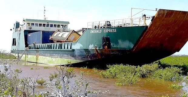 ΒΙΝΤΕΟ: Το Emerald Express έπεσε επάνω στον τυφώνα Joaquin και προσάραξε στο νησί Crooked - e-Nautilia.gr | Το Ελληνικό Portal για την Ναυτιλία. Τελευταία νέα, άρθρα, Οπτικοακουστικό Υλικό