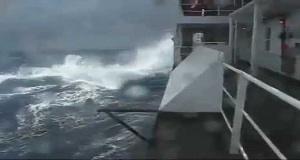 Τραυματισμός δύο επιβατών κρουαζιερόπλοιου από κύμα που χτύπησε στην πλευρά του πλοίου