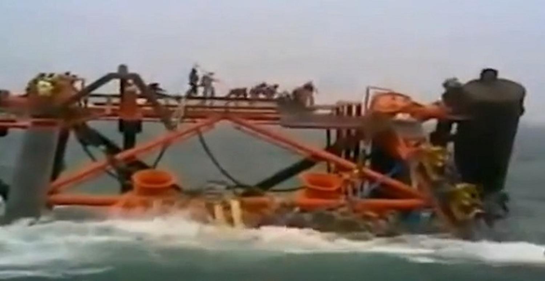Πλατφόρμα εξόρυξης πετρελαίου βυθίζεται μαζί με τους εργάτες (video) - e-Nautilia.gr | Το Ελληνικό Portal για την Ναυτιλία. Τελευταία νέα, άρθρα, Οπτικοακουστικό Υλικό