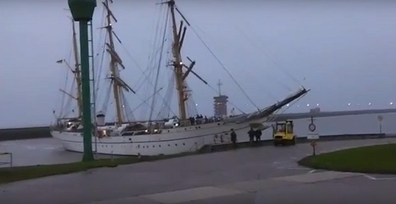 Το ιστιοφόρο Gorch Fock προσκρούει κατά την είσοδο του στο λιμάνι (Video) - e-Nautilia.gr | Το Ελληνικό Portal για την Ναυτιλία. Τελευταία νέα, άρθρα, Οπτικοακουστικό Υλικό