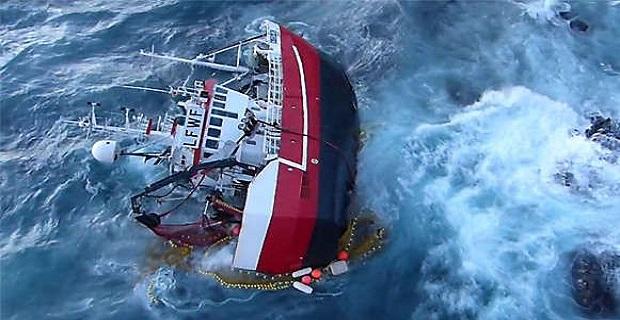 ΒΙΝΤΕΟ: Δραματική διάσωση από προσαραγμένο αλιευτικό - e-Nautilia.gr | Το Ελληνικό Portal για την Ναυτιλία. Τελευταία νέα, άρθρα, Οπτικοακουστικό Υλικό