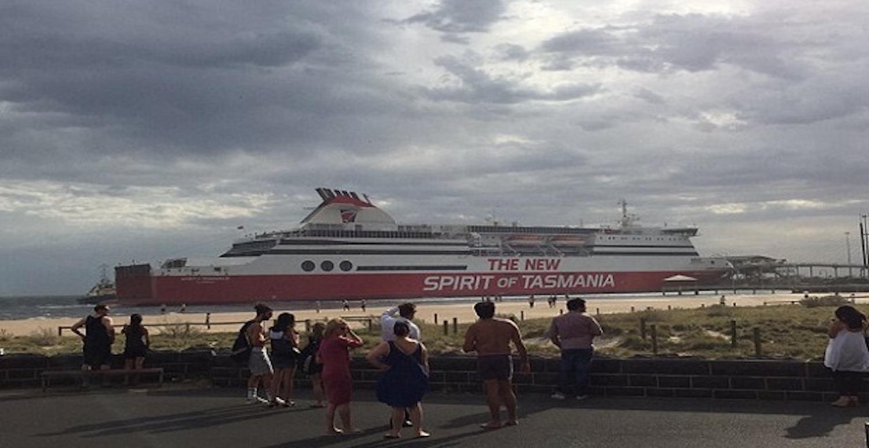 Έσπασε ο κάβος σε πλοίο στη Μελβούρνη και προσέκρουσε στην προβλήτα! (Video) - e-Nautilia.gr | Το Ελληνικό Portal για την Ναυτιλία. Τελευταία νέα, άρθρα, Οπτικοακουστικό Υλικό