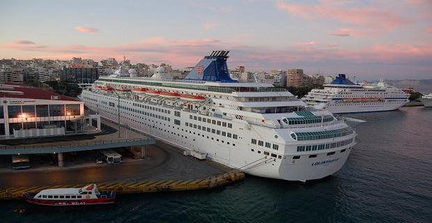 cruise_ship_piraeus_port_
