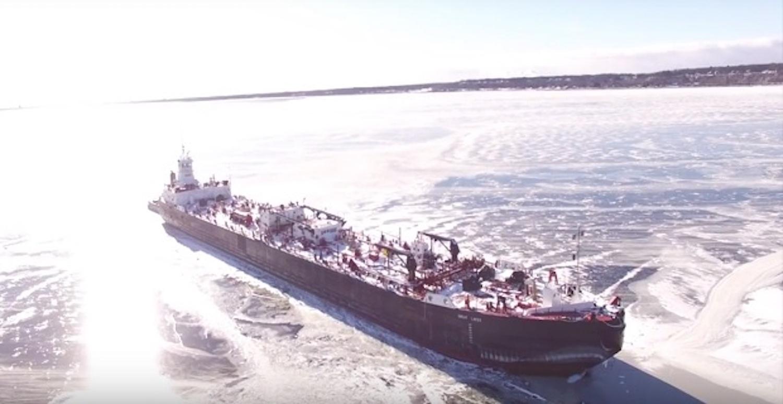 Ένα εντυπωσιακό βίντεο με drone με πλοίο στην παγωμένη λίμνη Michigan - e-Nautilia.gr | Το Ελληνικό Portal για την Ναυτιλία. Τελευταία νέα, άρθρα, Οπτικοακουστικό Υλικό