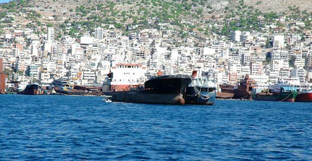 Πρόσκρουση φορτηγών πλοίων στο Πέραμα - e-Nautilia.gr | Το Ελληνικό Portal για την Ναυτιλία. Τελευταία νέα, άρθρα, Οπτικοακουστικό Υλικό