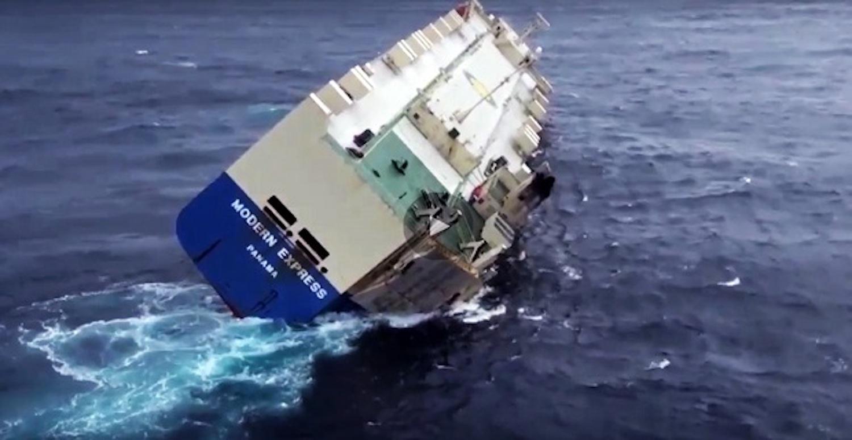 Δείτε το τελευταίο βίντεο του πλοίου RoRo με την τρομακτική κλίση που έχει πάρει - e-Nautilia.gr | Το Ελληνικό Portal για την Ναυτιλία. Τελευταία νέα, άρθρα, Οπτικοακουστικό Υλικό