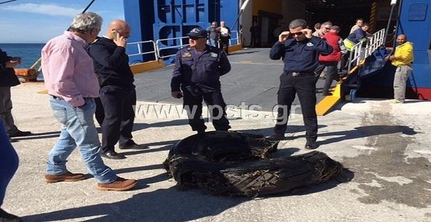 Ελαστικό φορτηγού ακινητοποίησε το Blue Star Delos στο λιμάνι της Πάρου! - e-Nautilia.gr | Το Ελληνικό Portal για την Ναυτιλία. Τελευταία νέα, άρθρα, Οπτικοακουστικό Υλικό
