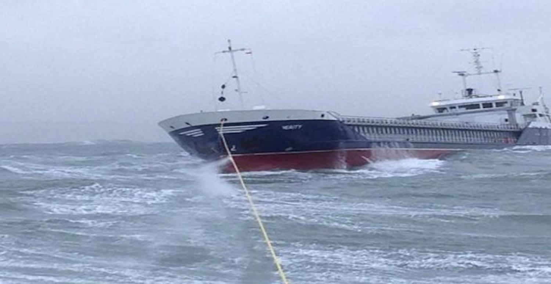 Φορτηγό πλοίο διασώθηκε από θαλασσοταραχή στο North Devon (video) - e-Nautilia.gr | Το Ελληνικό Portal για την Ναυτιλία. Τελευταία νέα, άρθρα, Οπτικοακουστικό Υλικό