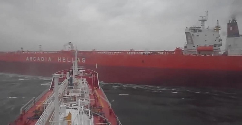 ΒΙΝΤΕΟ: Παραλίγο σύγκρουση μεταξύ Ελληνικού πλοίου και πλοίο με Ρώσους (ή Ουκρανούς) Αναυτους… - e-Nautilia.gr | Το Ελληνικό Portal για την Ναυτιλία. Τελευταία νέα, άρθρα, Οπτικοακουστικό Υλικό