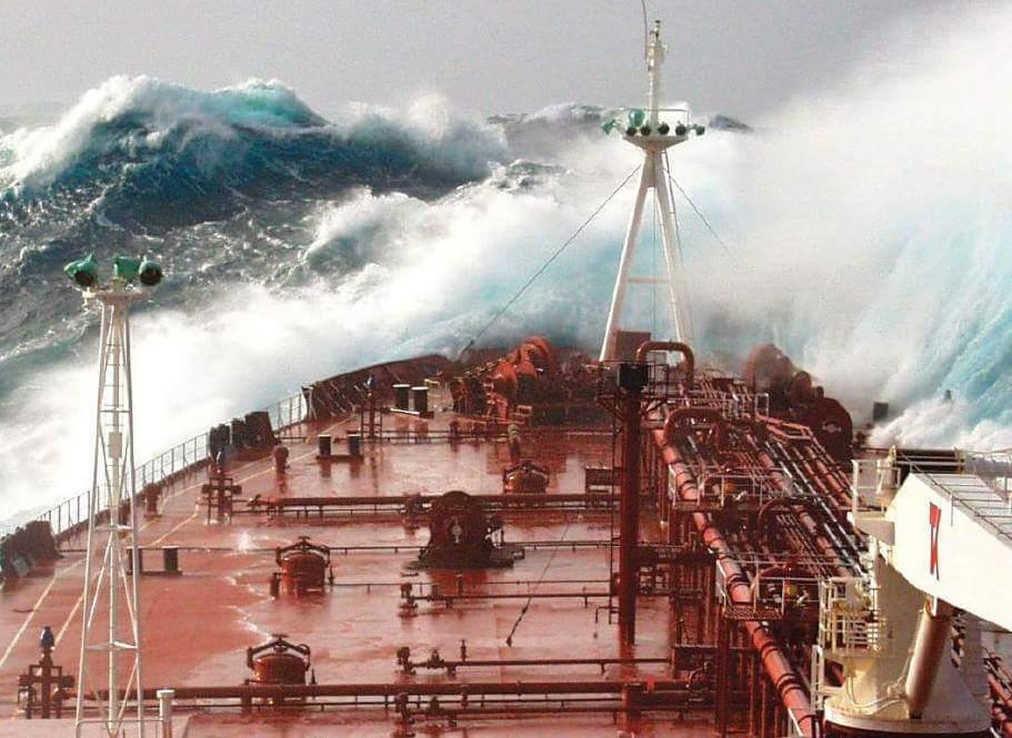 tanker_storm_nautilia_