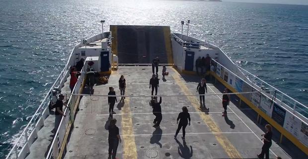 Παίζοντας βόλεϊ μεσοπέλαγα (video) - e-Nautilia.gr   Το Ελληνικό Portal για την Ναυτιλία. Τελευταία νέα, άρθρα, Οπτικοακουστικό Υλικό