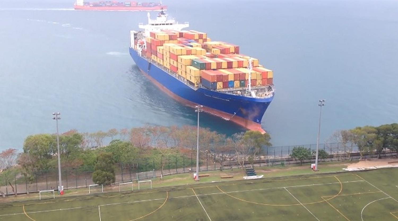 Πλοίο με πορεία στο… Γήπεδο ποδοσφαίρου!!! (video) - e-Nautilia.gr   Το Ελληνικό Portal για την Ναυτιλία. Τελευταία νέα, άρθρα, Οπτικοακουστικό Υλικό