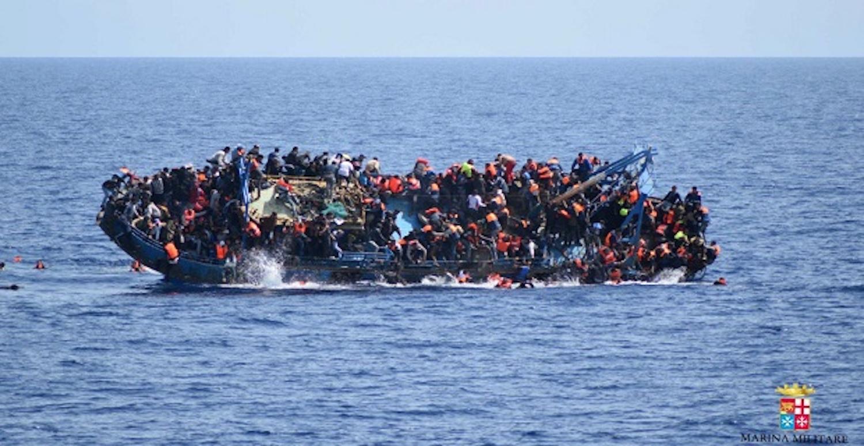 Βίντεο-σοκ από την ανατροπή σκάφους γεμάτου μετανάστες στη Λιβύη (video) - e-Nautilia.gr   Το Ελληνικό Portal για την Ναυτιλία. Τελευταία νέα, άρθρα, Οπτικοακουστικό Υλικό