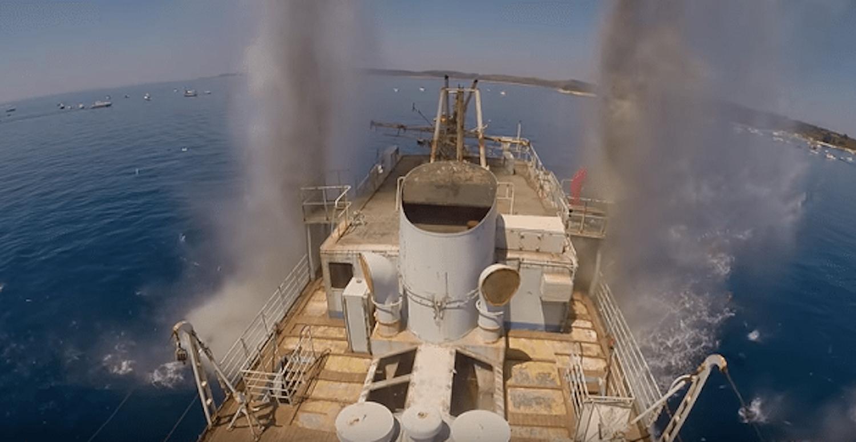 Είχαν ξεμείνει πάνω σε αυτοβυθιζόμενο πλοίο και σώθηκαν στο τσακ (video) - e-Nautilia.gr | Το Ελληνικό Portal για την Ναυτιλία. Τελευταία νέα, άρθρα, Οπτικοακουστικό Υλικό