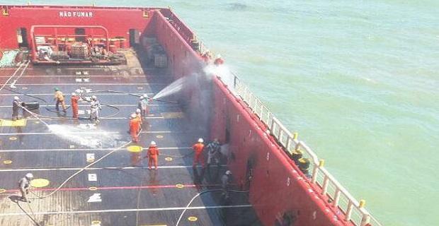 Πυρκαγιά σε πλοίο εφοδιασμού στην Βραζιλία (video) - e-Nautilia.gr | Το Ελληνικό Portal για την Ναυτιλία. Τελευταία νέα, άρθρα, Οπτικοακουστικό Υλικό